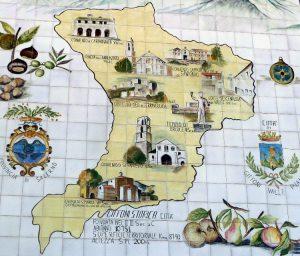 La grande maiolica di Piazza Umberto raffigurante i luoghi d'interesse di Giffoni Valle Piana